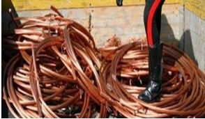 Ladri di rame rubano venti metri di tubi da una casa