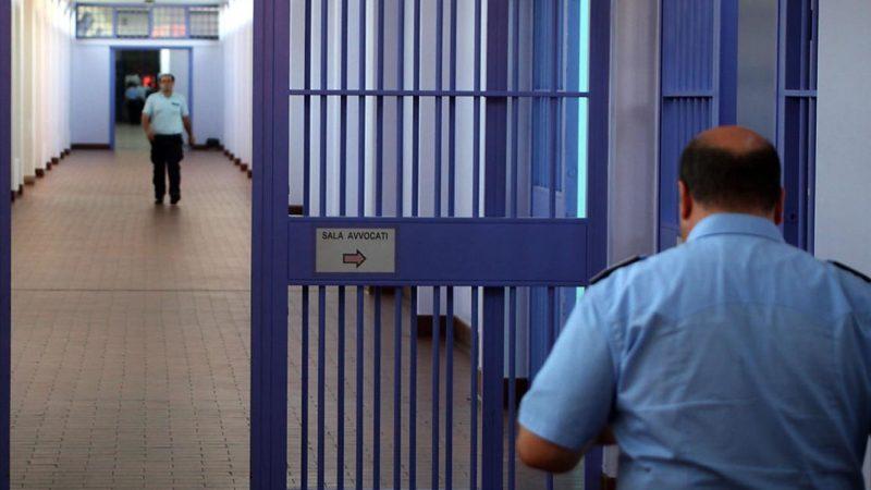 esce dal carcere