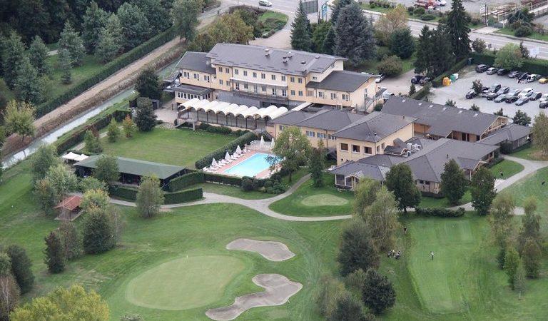 Una Golf Hotel