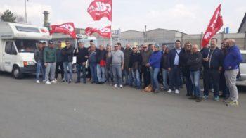 """Manifestazione sindacale davanti alla fabbrica contro un """"grave provvedimento"""""""
