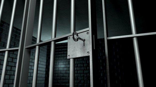Minacce continue: padre e figlio arrestati per stalking
