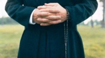sacerdote si innamora
