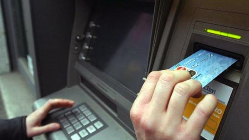 testate al bancomat