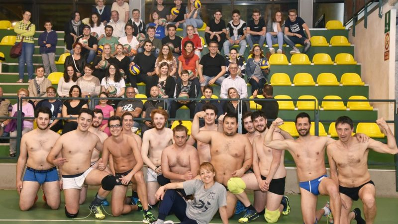 Calendario Volley.Volley Gattinara Nudi In Foto Per Un Calendario Benefico