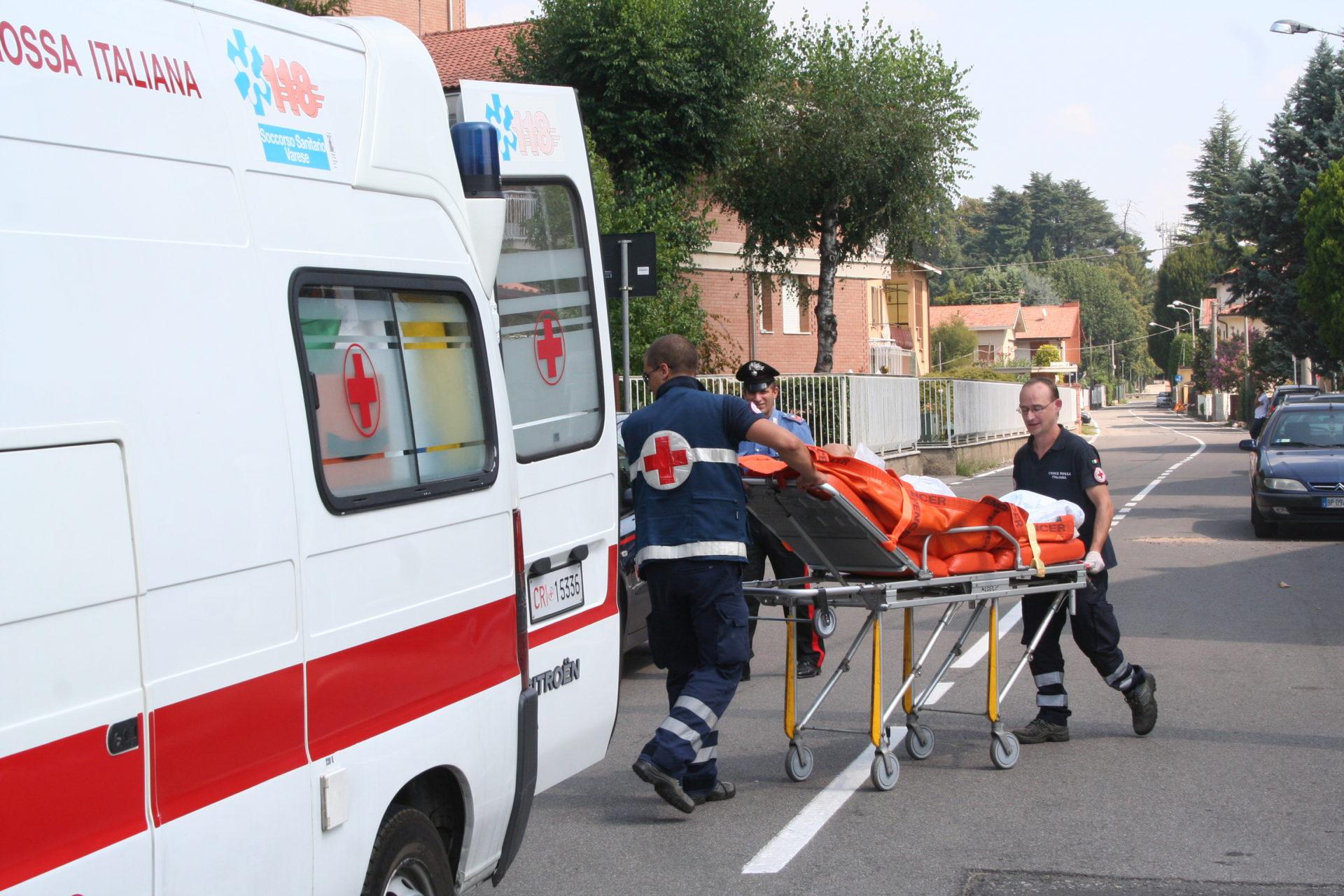 Cade dal tetto di casa e finisce all 39 ospedale notizia for Notizie dal parlamento oggi