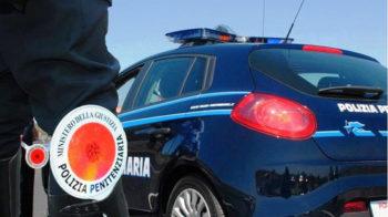 poliziotti salvano
