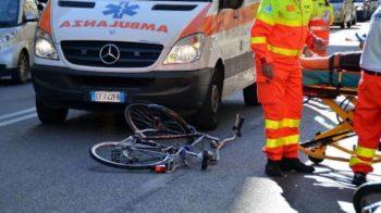 cade dalla bicicletta