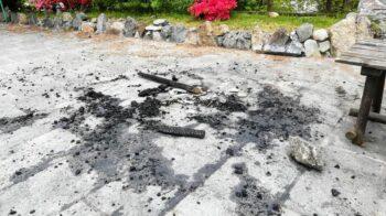 Vandali al Muntisel di Varallo: panchina incenerita