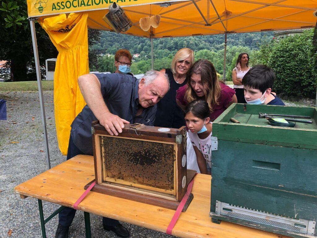 Bimbi di Quarona scoprono il mondo delle api: le foto