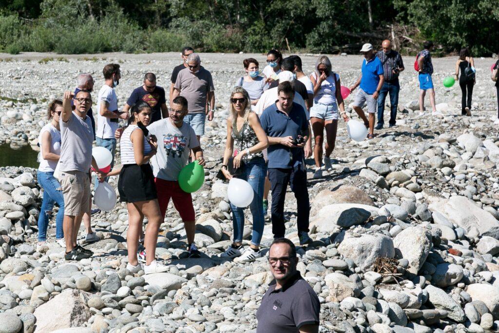 Cinque domande sul ponte di Romagnano: le foto dei cittadini che protestano