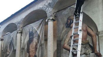 """Varallo vandali alla """"Flagellazione"""" esposta per il Borderline Festival"""