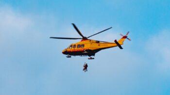 Elicottero soccorre una persona a Cellio con Breia