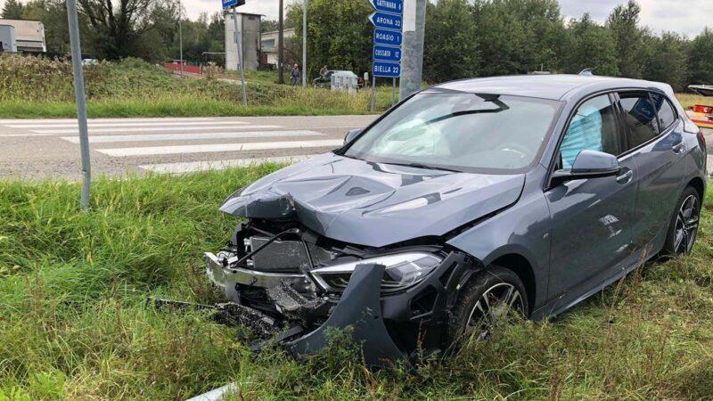 Incidente Roasio: auto finisce contro un palo